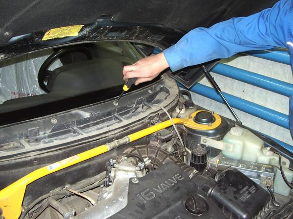 Фото №1 - замена лобового стекла на ВАЗ 2110 своими руками